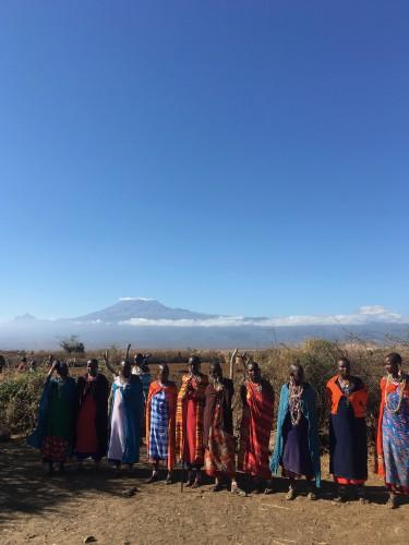 青空とキリマンジャロとマサイ族